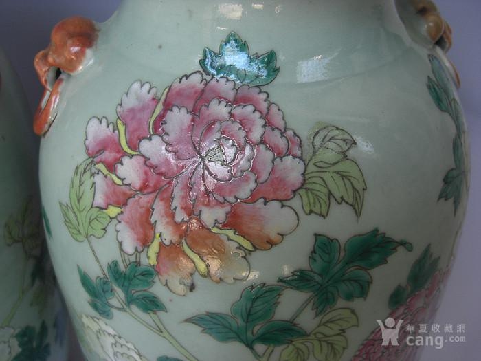 豆青釉粉彩花卉灯笼瓶一对 已鉴定图4