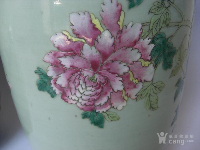 豆青釉粉彩花卉灯笼瓶一对 已鉴定图3