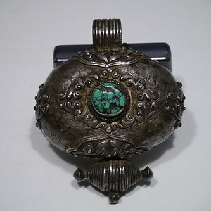 银镶绿松石嘎乌盒