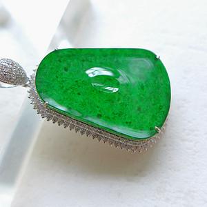 极品18K金镶钻翡翠祖母绿平安牌挂件