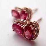 鸽血红尖晶石耳钉一对,18k玫瑰金配钻石,火彩超级赞