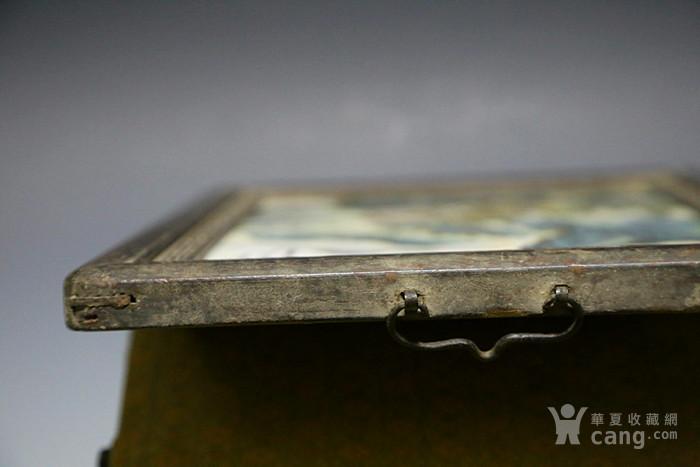 (外框)        此瓷板画:画工精美,品相完整,落有