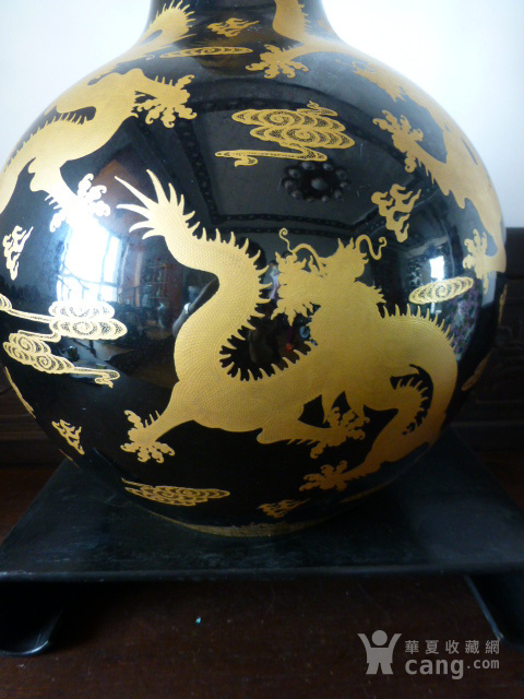 清代黒釉龙纹描金天球瓶图2