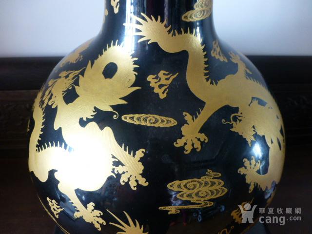 清代黒釉龙纹描金天球瓶图3