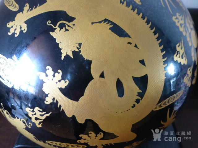 清代黒釉龙纹描金天球瓶图4