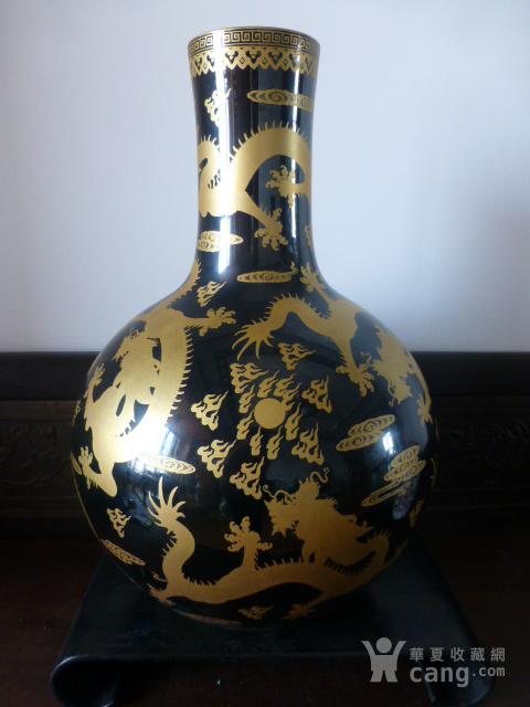 清代黒釉龙纹描金天球瓶图5