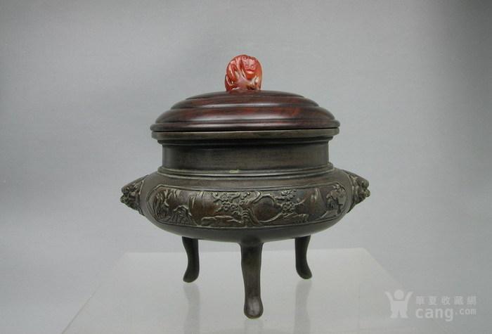清代   三足双耳开窗带红木盖镶嵌红玛瑙铜香炉『聚古斋』图1