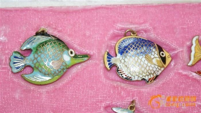 2391 铜胎画珐琅鱼一套图3