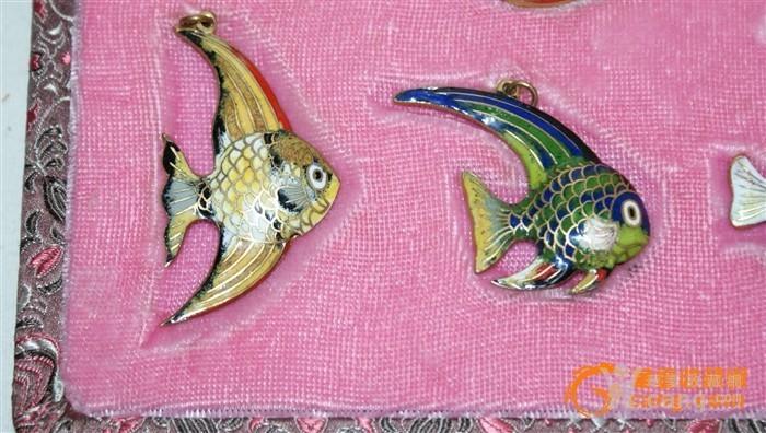 2391 铜胎画珐琅鱼一套图7