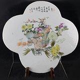 俞子明:浅绛彩清供图海棠形瓷板