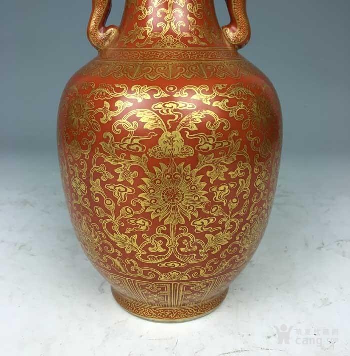 清乾隆 矾红描金花卉象耳瓶(海外回流)图6