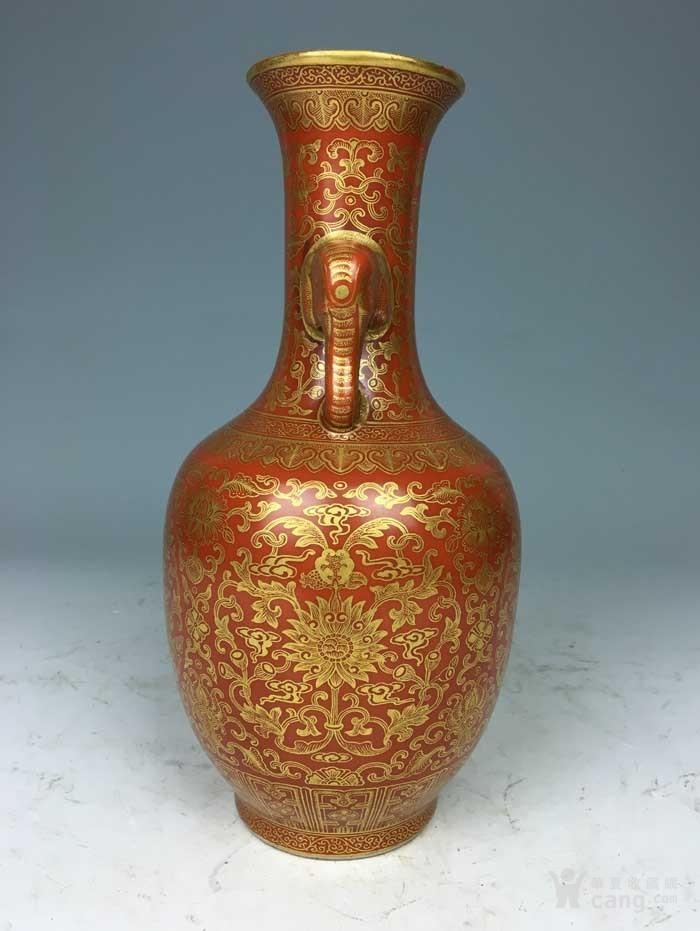 清乾隆 矾红描金花卉象耳瓶(海外回流)图4