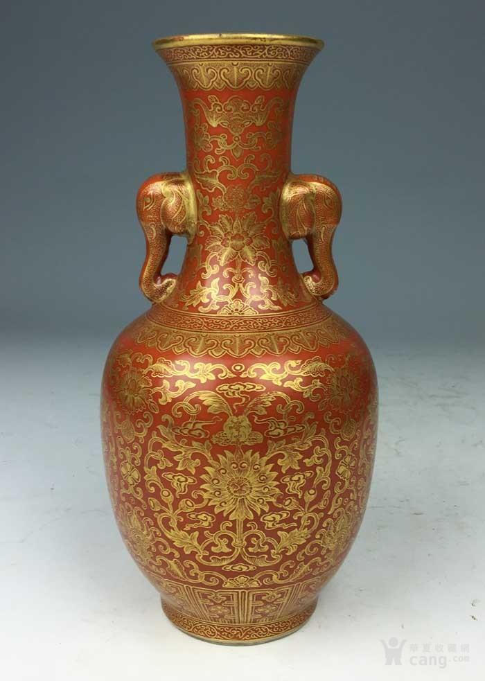 清乾隆 矾红描金花卉象耳瓶(海外回流)图2