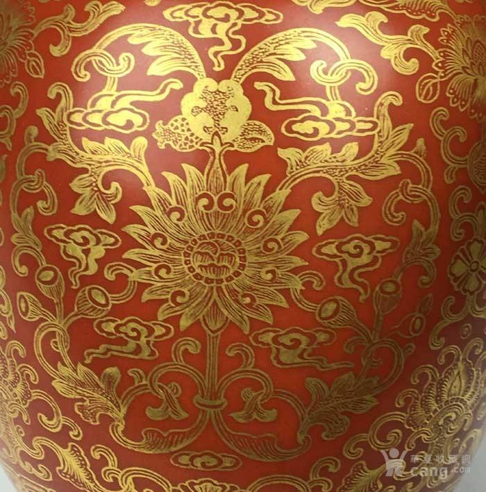 清乾隆 矾红描金花卉象耳瓶(海外回流)图9