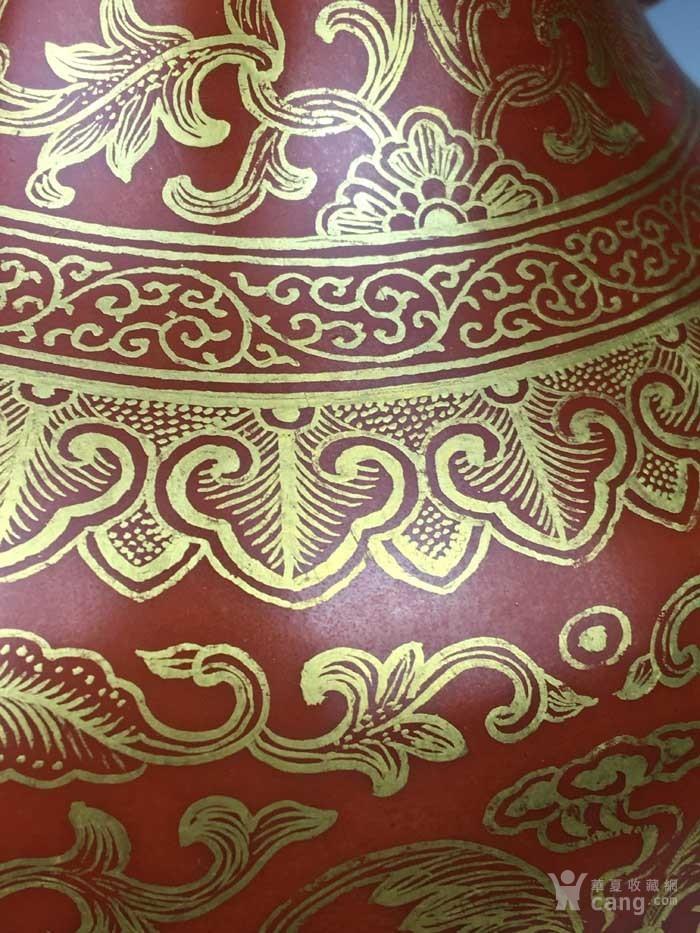 清乾隆 矾红描金花卉象耳瓶(海外回流)图8
