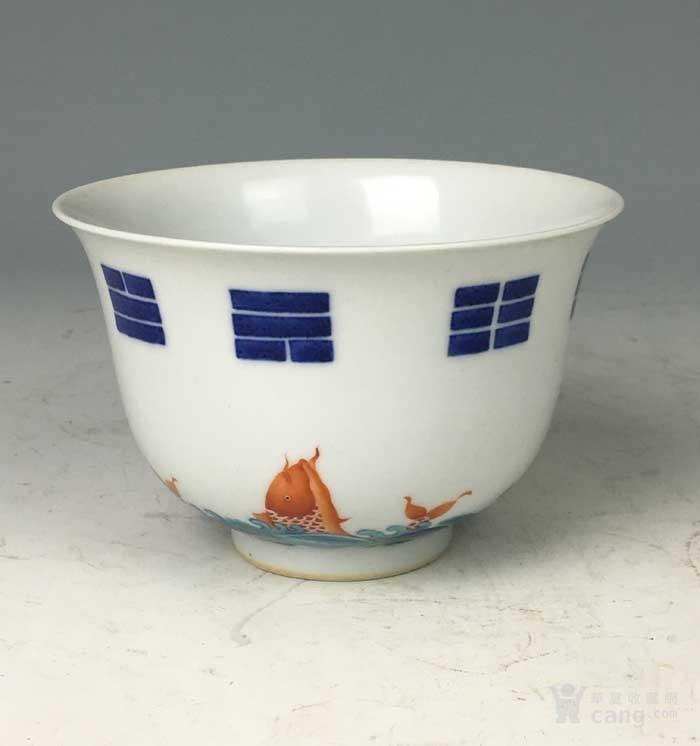 清康熙 青花矾红八卦鱼藻纹碗图4