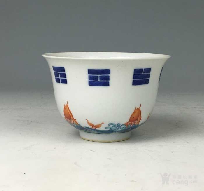 清康熙 青花矾红八卦鱼藻纹碗图3