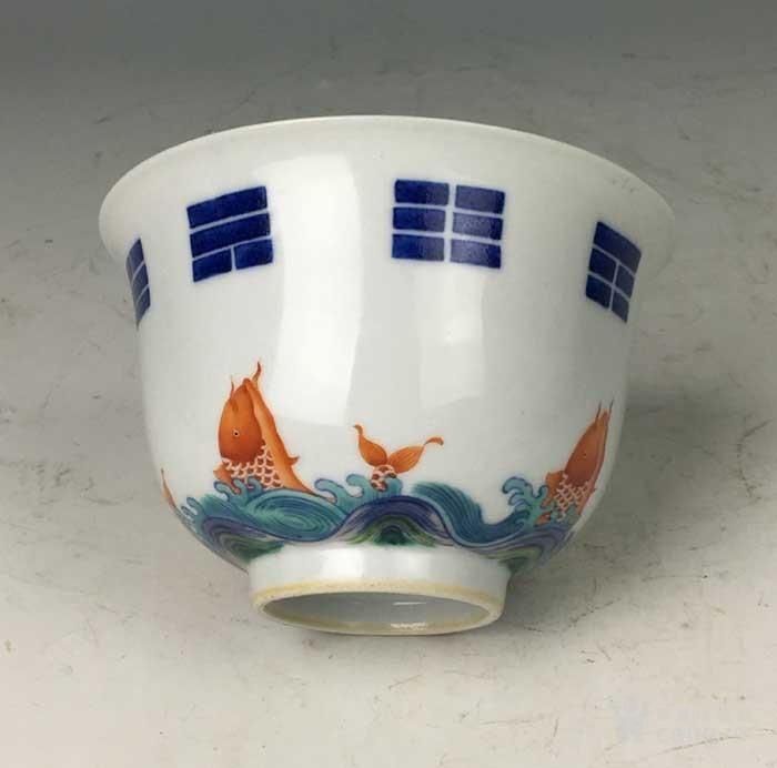 清康熙 青花矾红八卦鱼藻纹碗图6