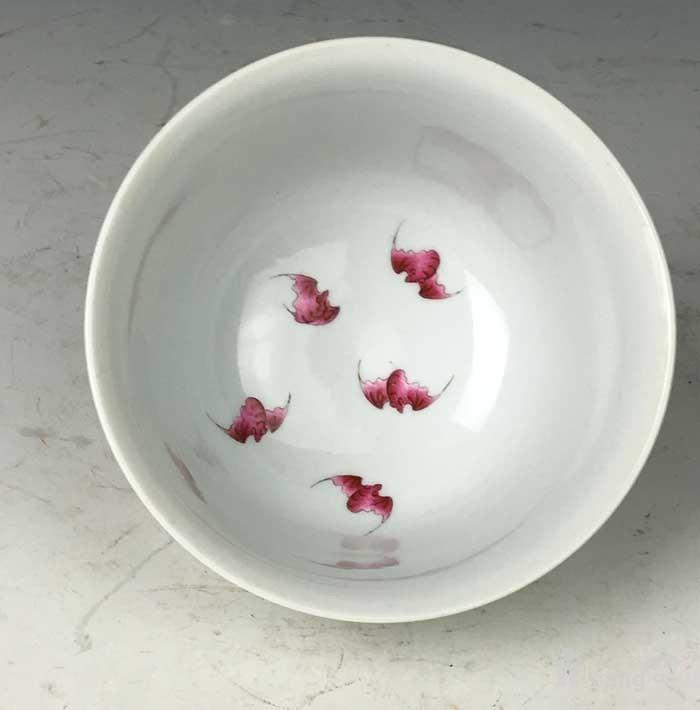 清康熙 青花矾红八卦鱼藻纹碗图5