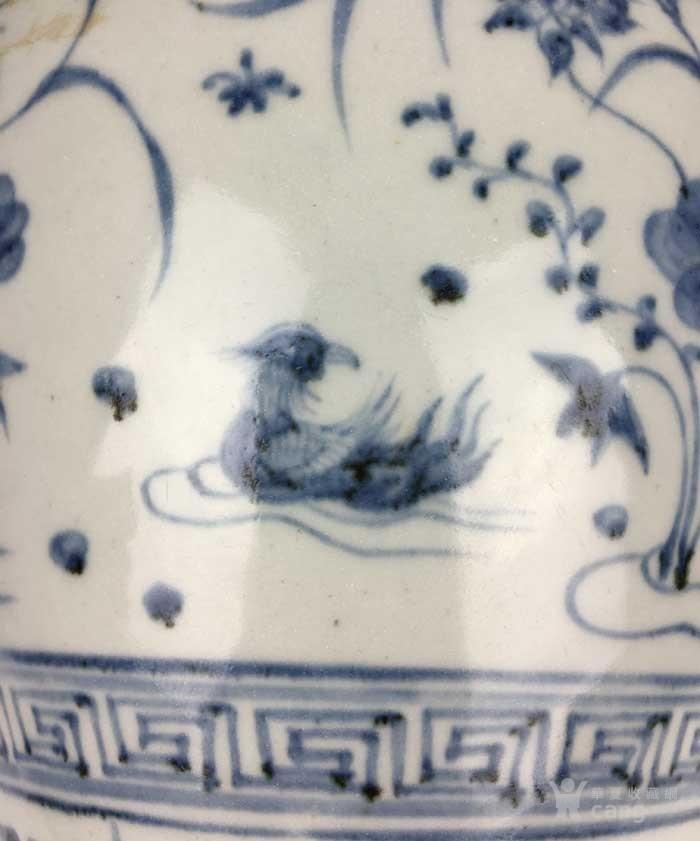明代 青花缠枝荷塘鸳鸯纹梅瓶图9