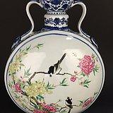 清乾隆----- 粉彩花鸟纹抱月瓶