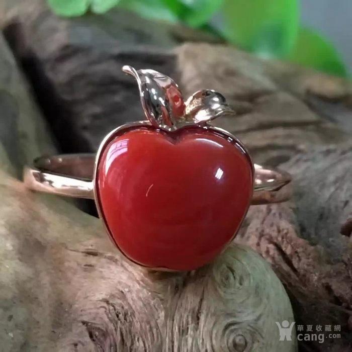 18k金阿卡红珊瑚苹果型戒指图1