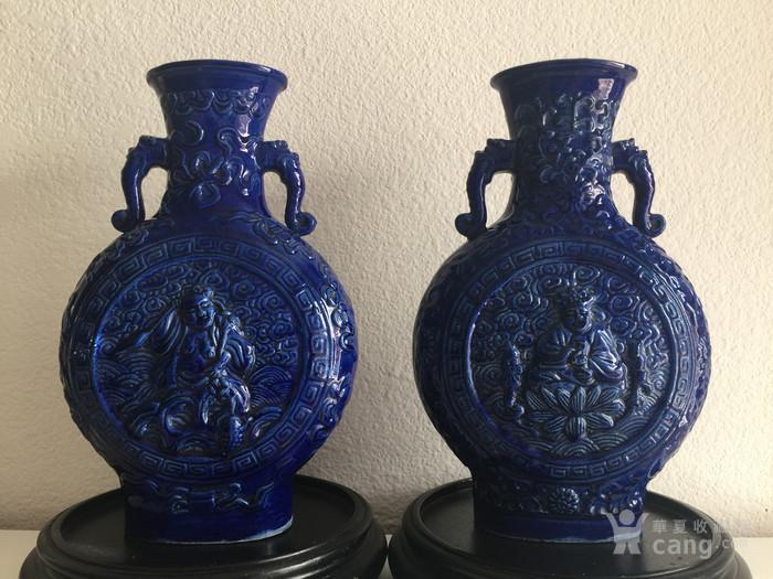N1864 回流清晚期蓝釉雕瓷刘海戏金蟾抱月瓶图10