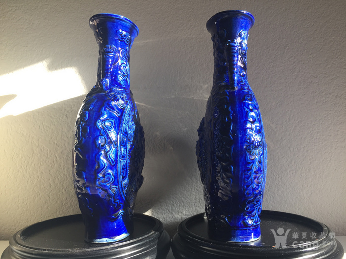 N1864 回流清晚期蓝釉雕瓷刘海戏金蟾抱月瓶图12