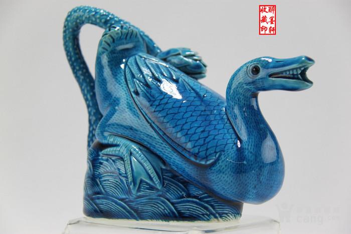 清末民国孔雀蓝釉雕瓷河塘鸭倒流壶【醉墨轩】-图2