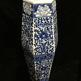 清青花大尺寸花卉纹橄榄六方瓶