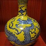 龙纹天球瓶