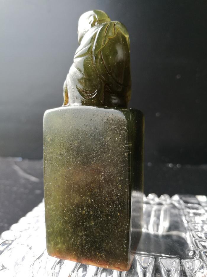 清,陈鸿寿作/寿山艾叶绿冻石/弥勒佛钮+印章:164克图12