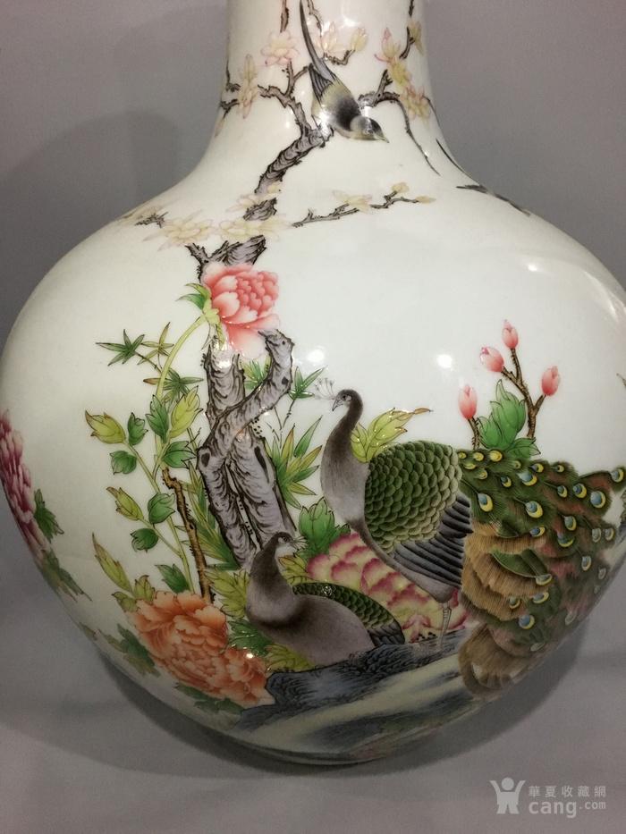 粉彩天球瓶图4