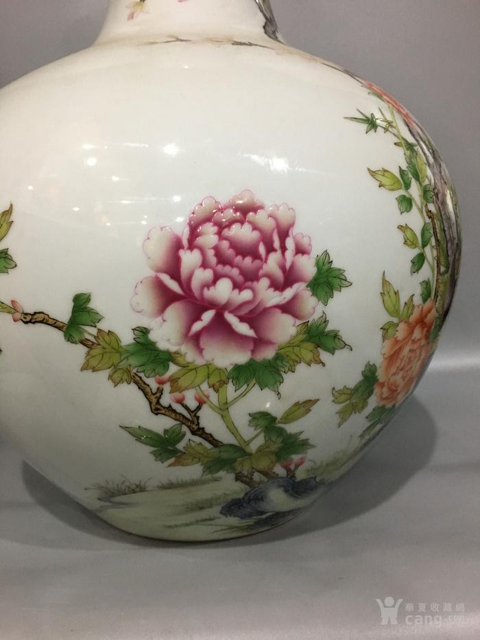 粉彩天球瓶图5