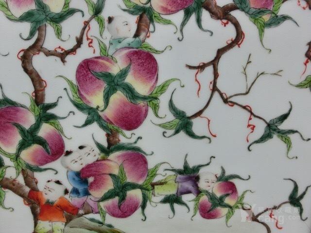 粉彩花卉寿桃屏风图5