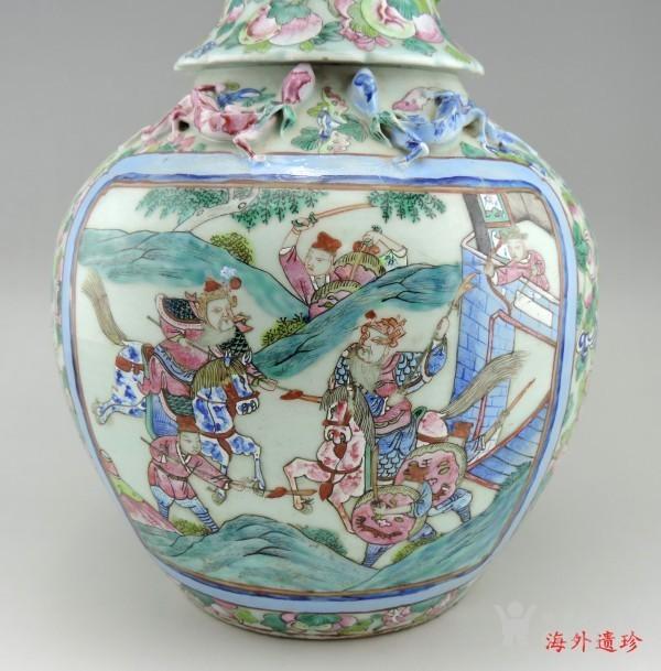 清代 中晚期 粉彩刀马人物堆塑螭龙狮耳大瓶图2