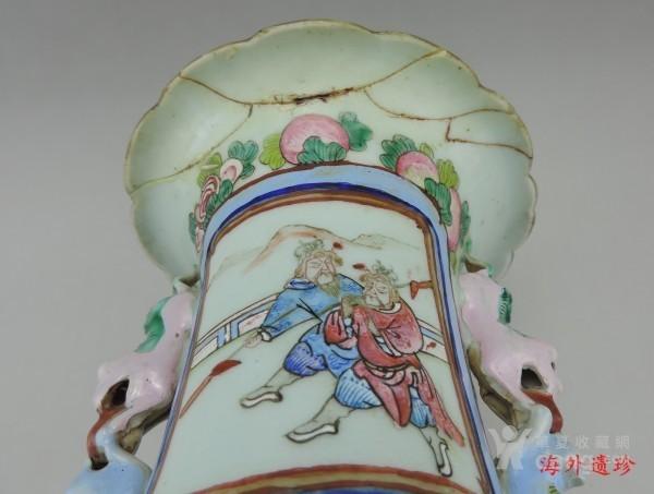 清代 中晚期 粉彩刀马人物堆塑螭龙狮耳大瓶图10