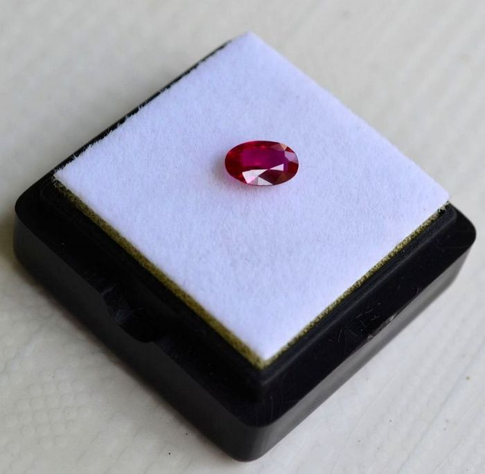 红宝石 缅甸抹谷产纯天然椭圆型0.48克拉浓彩红色红宝石图1