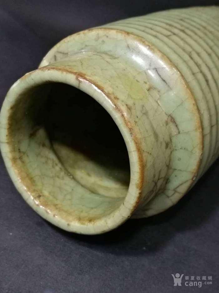 宋代龙泉窑旋纹瓶图5