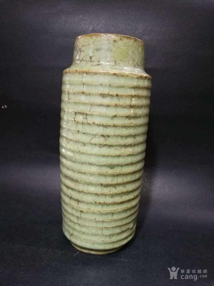 宋代龙泉窑旋纹瓶图2