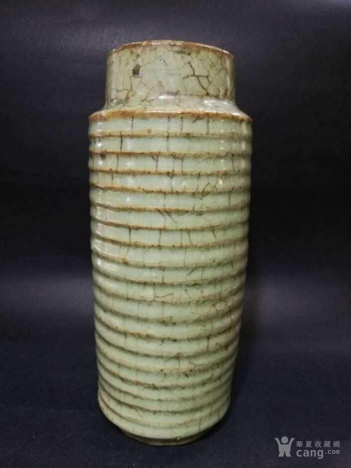 宋代龙泉窑旋纹瓶图1