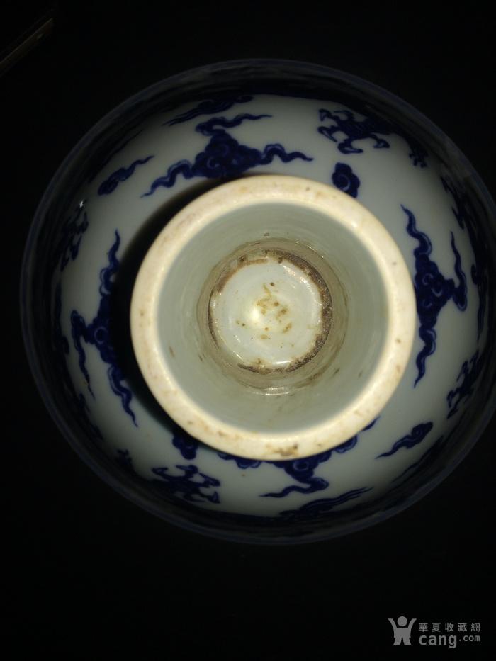 青花龙纹刻画高脚杯图7