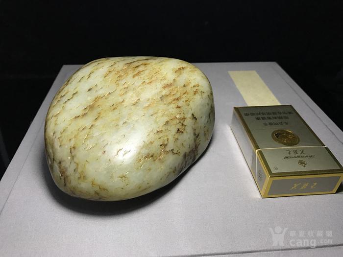 新疆籽料原石/原皮和田青花籽料图1