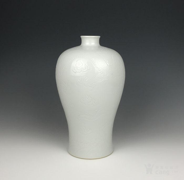 海外回流 清代白釉刻海水龙纹梅瓶-图1