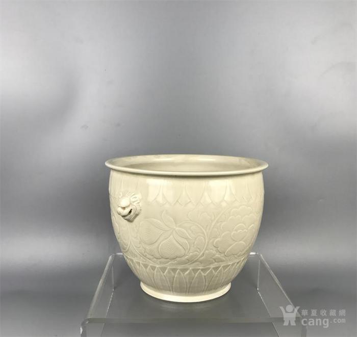 宋代定窑双狮耳牡丹纹缸图3