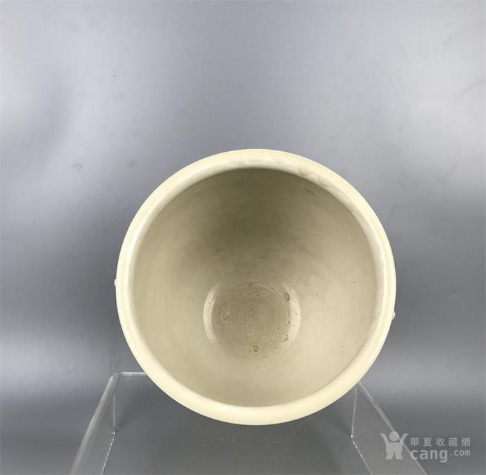 宋代定窑双狮耳牡丹纹缸图5