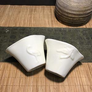 一对德化窑明代鹤杯,口径7cm,高4.5cm,简洁素雅
