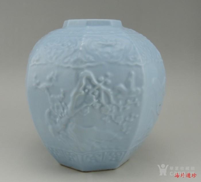 清代 天青釉 印花八棱形方罐图2