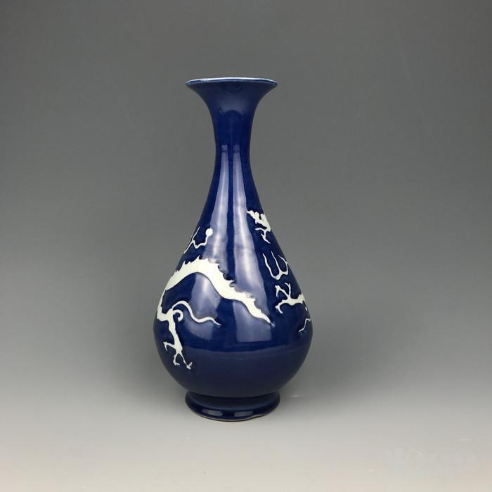 元代蓝地白龙纹玉壶春瓶图3