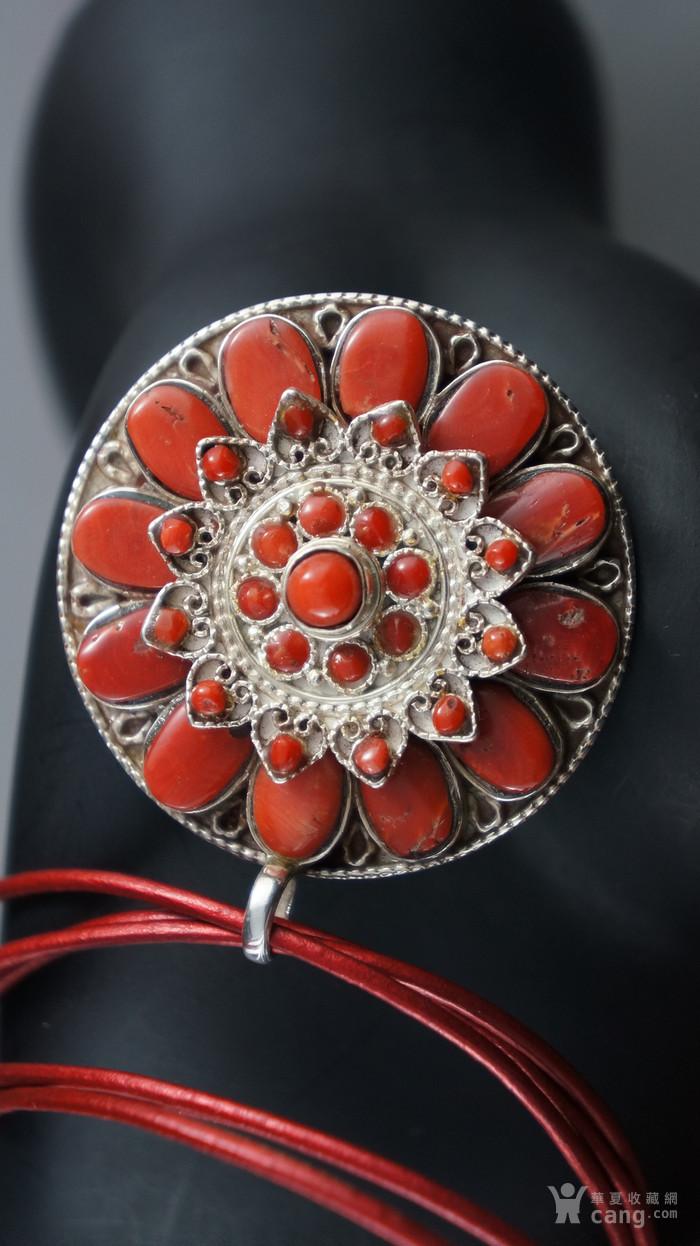 银镶嵌天然珊瑚莲花吊坠图6